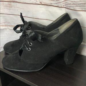 Aerosoles Black ankle booties Heels front tie